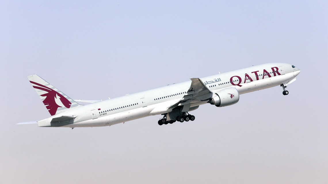 qatar-airways-b777-300er_28203741733_o